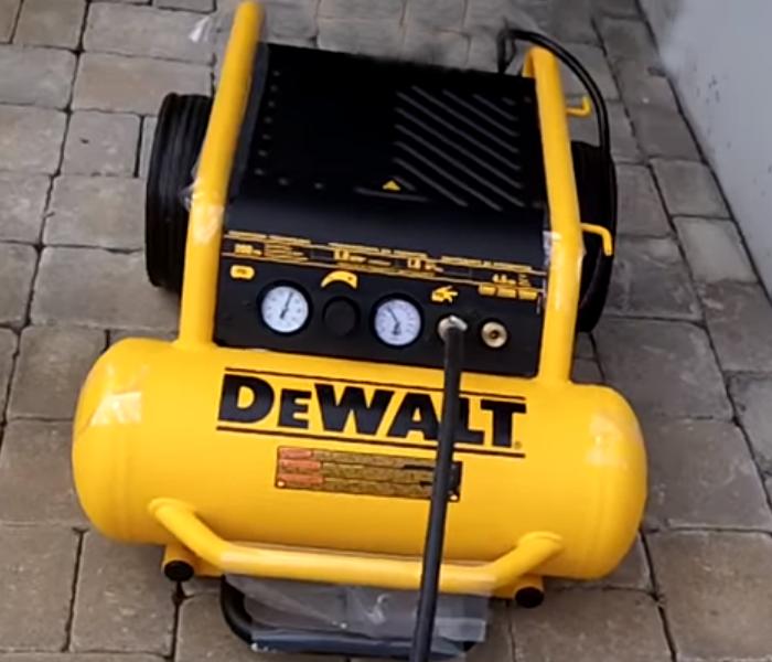 DEWALT D55146 Compressor